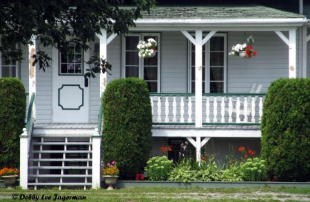 Porches of homes of Île d'Orléans