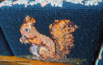 Cotswolds Kneeling Pillows Squirrel