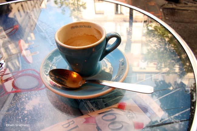Deux cafe sil vous plait