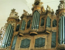 church-organ-4-250-x-191