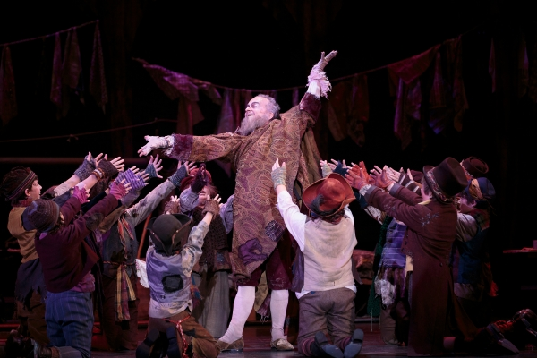 "Seattle's 5th Avenue Theatre's ""Oliver!"" hits the mark for Christmas delight"