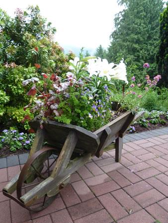 Mintner Garden wheelbarrow