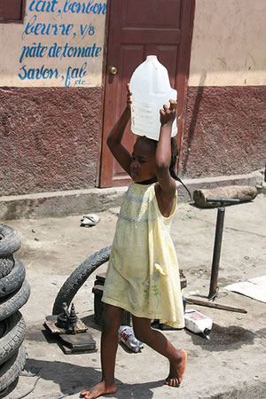 girl_carrying_water_haiti