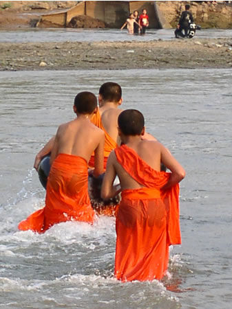 Luang-Prabang-monks-swimming