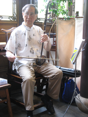 Erdu player in the teahouse, Lan Su Chinese Garden, Portland, OR