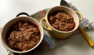 Cooked steel-cut oatmeal cobbler