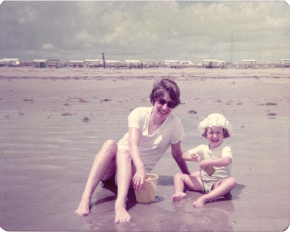 rachel and her mom on the beach 1975