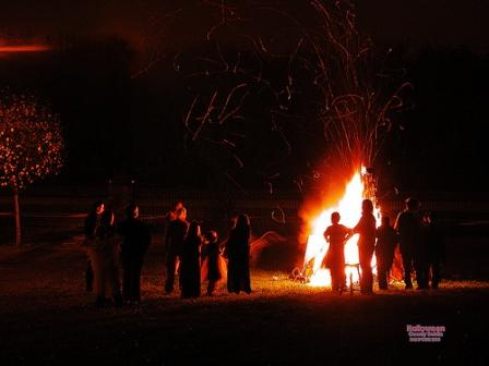 halloween-bonfire