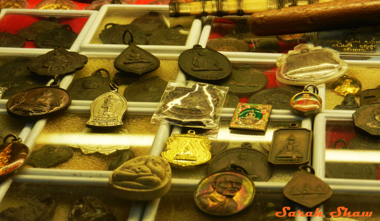 Amulet collectors have many choices at Chatuchak Weekend Market