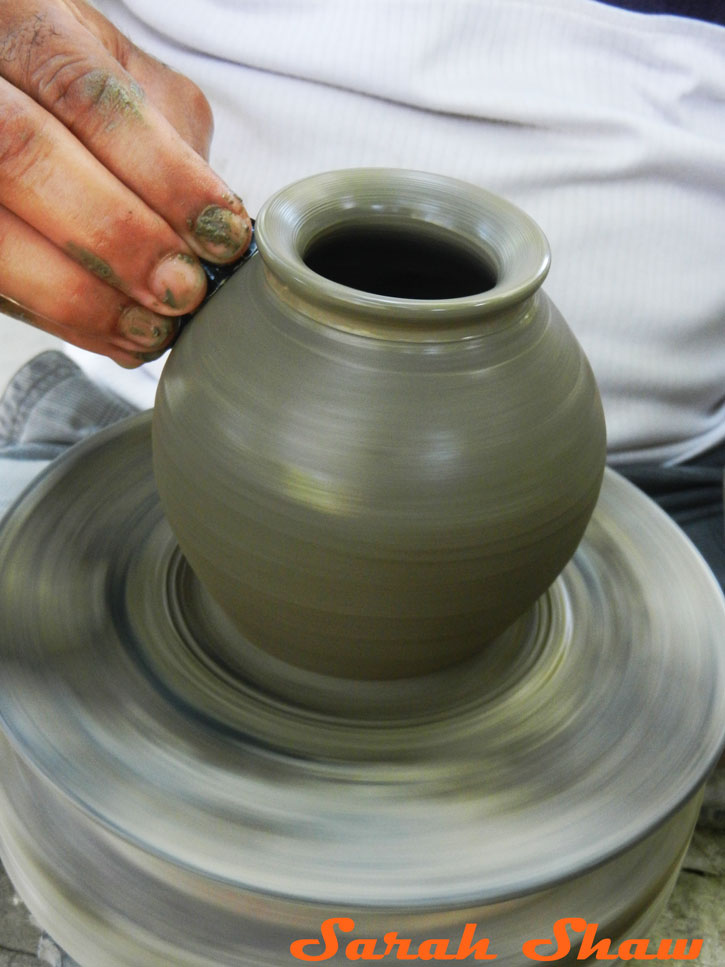 Smoothing the pot with a dried gourd shell in Guatil, Costa Rica