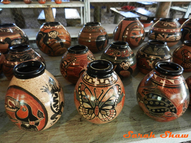 Little jars with many motifs in Guatil, Costa Rica