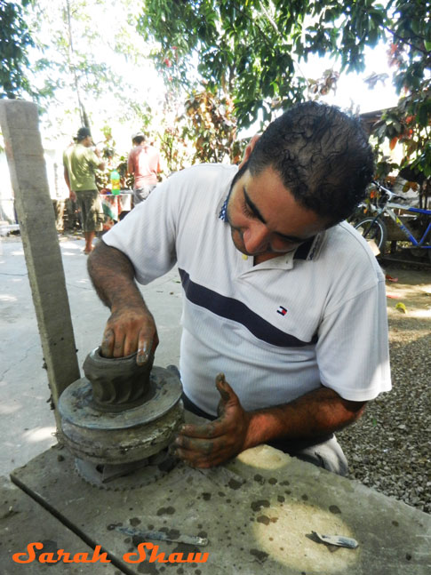 Hollowing out a pot in Guatil, Costa Rica