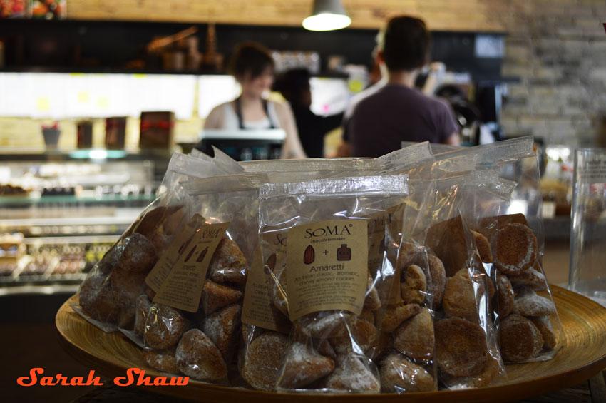 Amaretti almond cookie