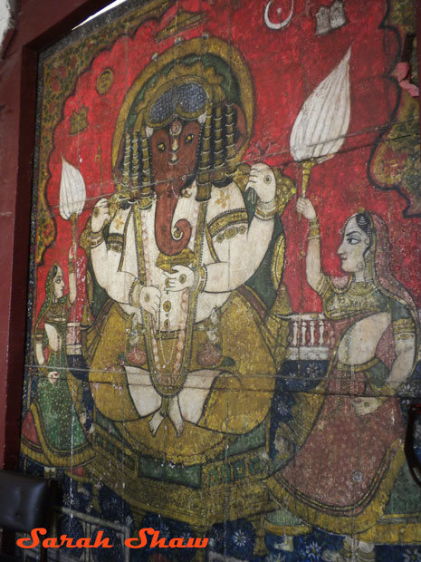 Udaipur 39 s city palace inspires indian decorating ideas for Mural ganesha