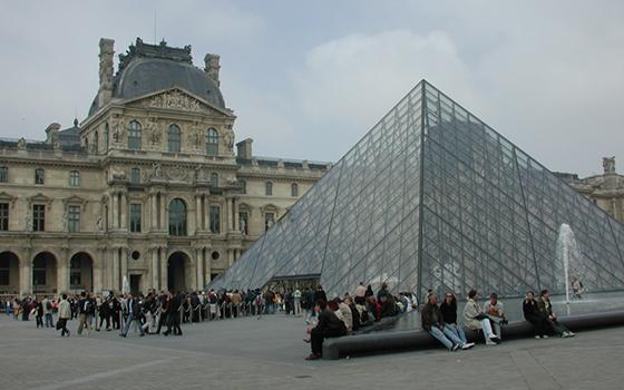 louvre_exterior
