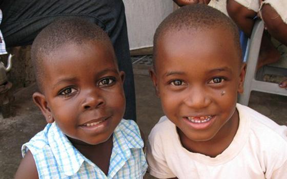 Uganda-Girls-gtzecosan-6901428365-B