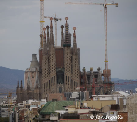 Sagrada Familia Exterior with cranes