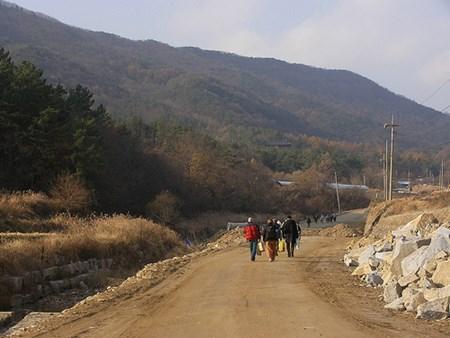 Walking to Musangsa
