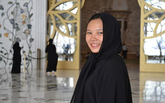 girl wearing abaya