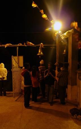 Pilgrims Ringing Sri Pada Bell