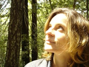 Woman-Looking-Up-in-Forest