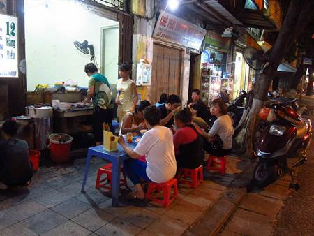 Vietnam Sidewalk Eating